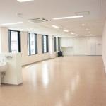 実習室は明るく、とても広々